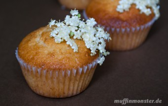 muffin holunderbluete mit macadamia